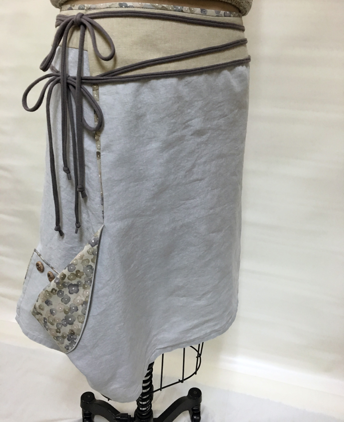 Skirt made from gray linen tablecloth