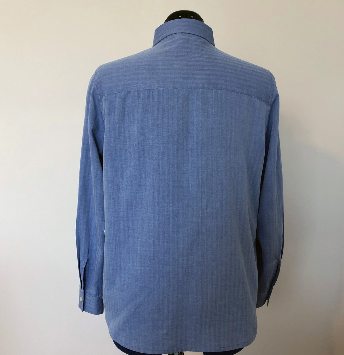 Back of Kwik Sew 3555 shirt on dress form
