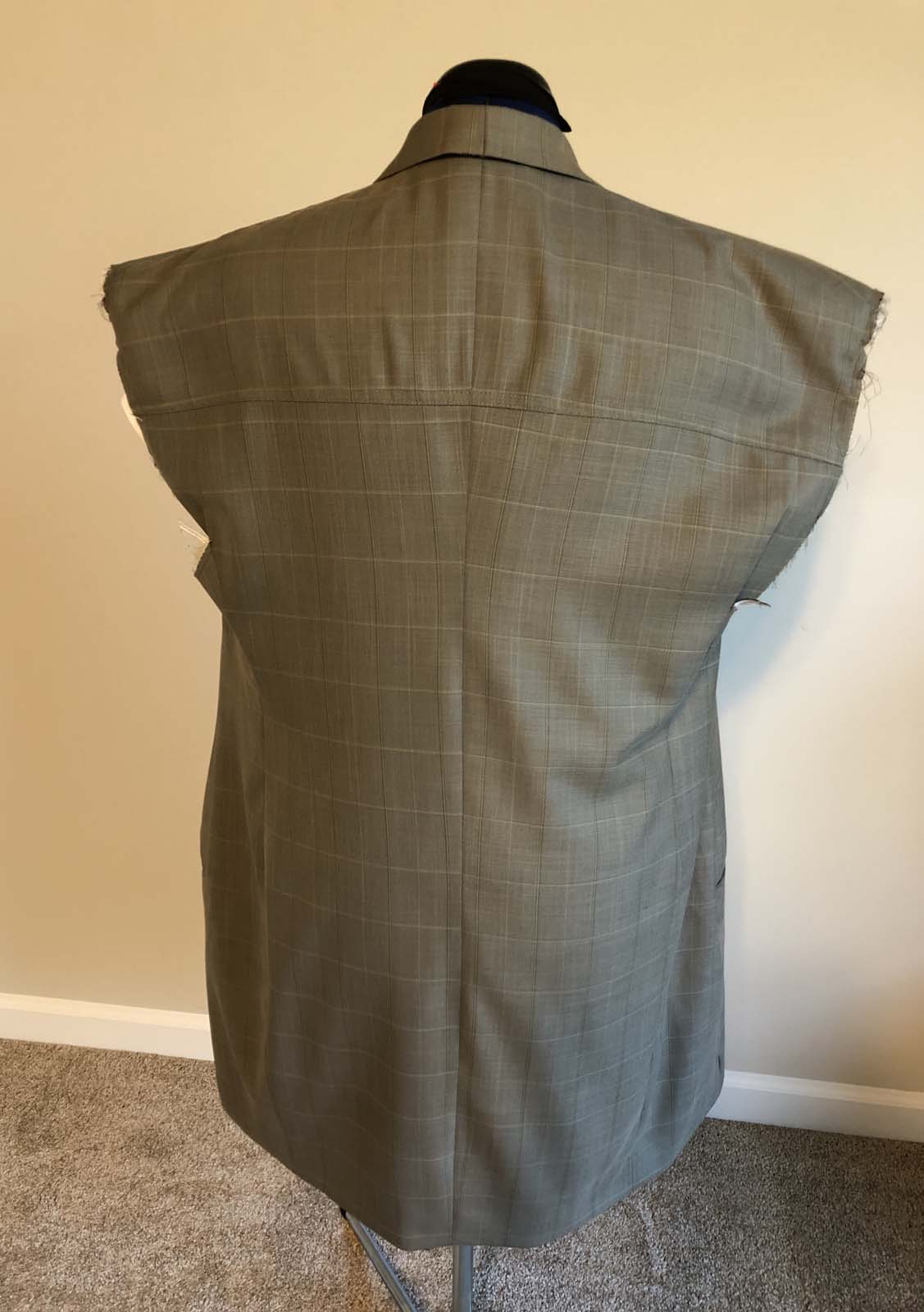 Sleeveless suit jacket back with new yoke
