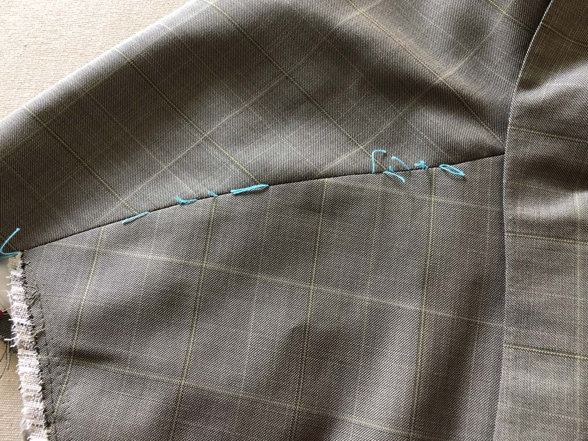 Adjusted shoulder seam, from the outside