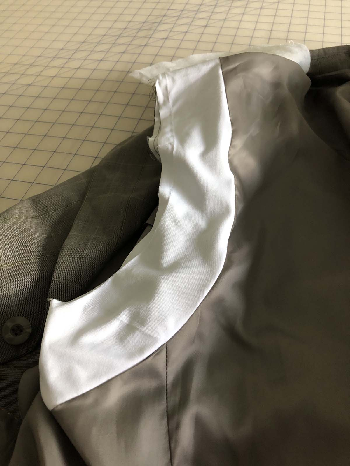 Interesting stretch panel on the men's suit jacket's back lining