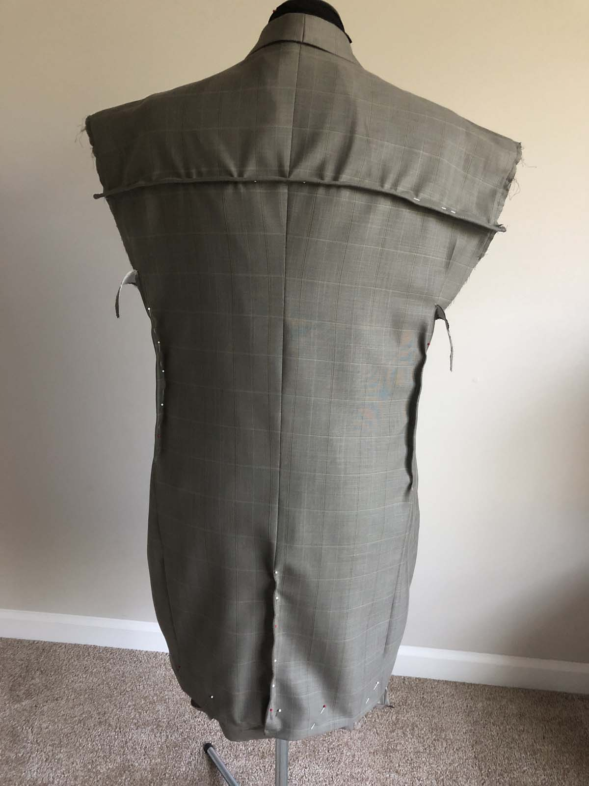 Men's suit jacket back length is adjusted by adding a yoke