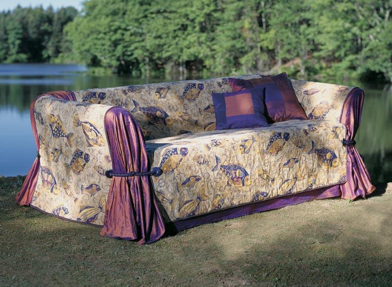 Украсить диван своими руками