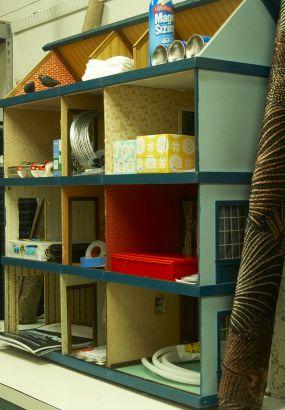 Doll house organizer