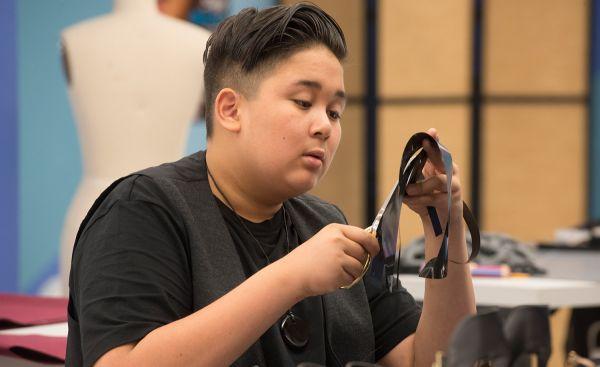 Project runway junior episode 8 Zachary in workroom