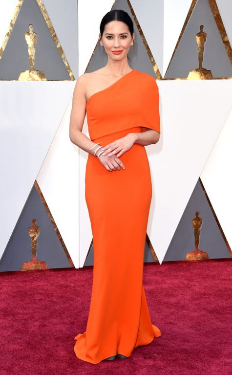Olivia Munn 2016 Oscars red carpet