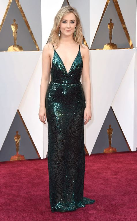 Saorise Ronan 2016 Oscars red carpet