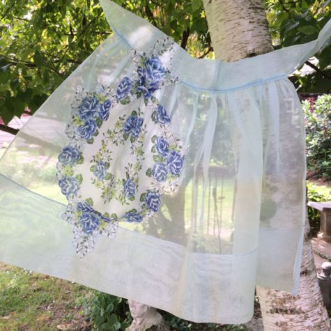 Handkerchief pocket apron